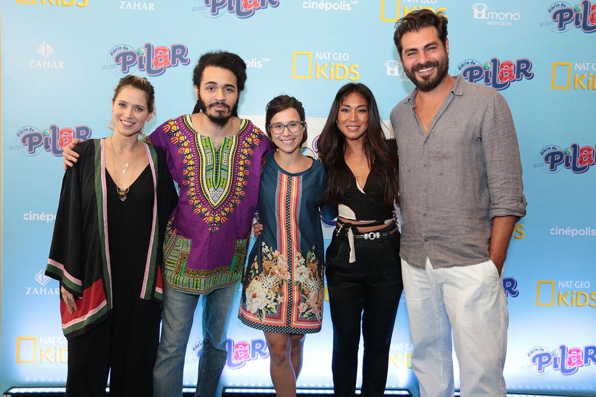 Da esquerda para direita, Mel Lisboa, Chico Brown, Daphne Bozaski, Dani Suzuki e Thiago Lacerda na Pré-estreia de Diario de Pilar, a série.